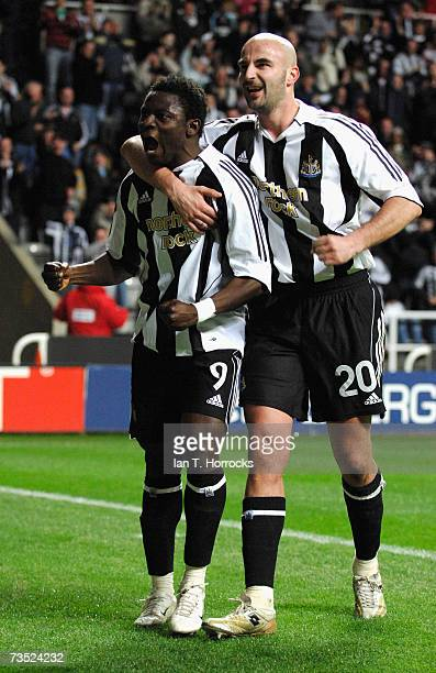 Obafemi Martins celebrates with Antoine Sibierski during the UEFA Cup Round of 16 first leg match between Newcastle United and AZ Alkmaar at St...