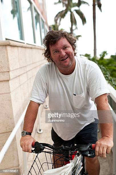 Obèses issus homme équitation un vélo