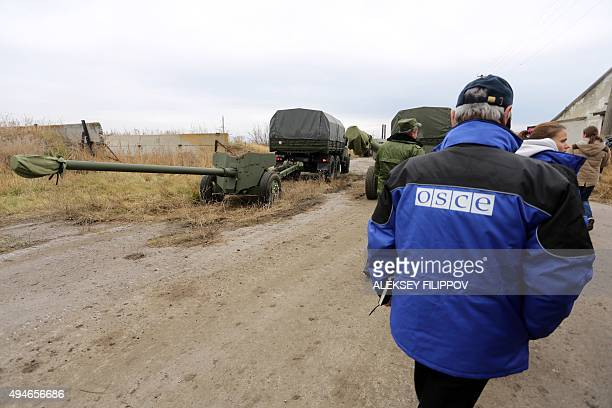 observers check a column of fifteen MT12 Rapira 100mm antitank guns being withdrawn by proRussian separatists from Donetsk to the village of Zelene...