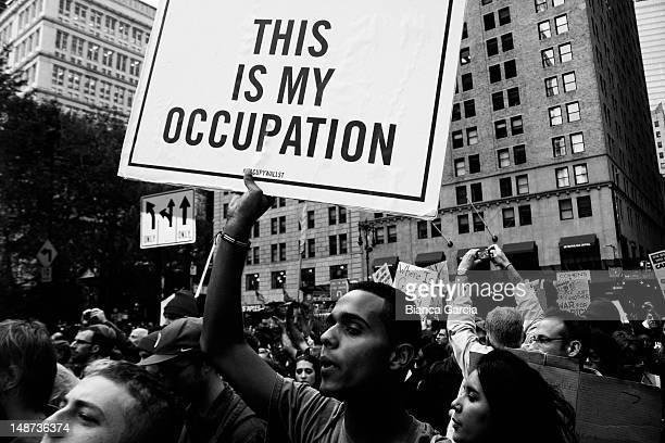 Occupy Wall Street takes the Brooklyn Bridge