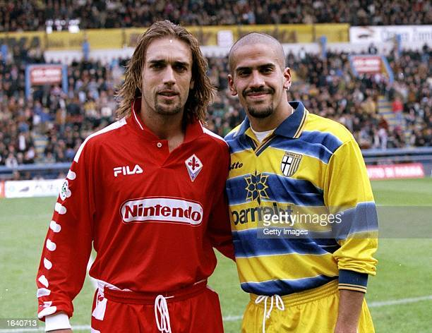 Argentinian internationals Gabriel Batistuta of Fiorentina and Juan Sebastian Veron of Parma before the Italian Serie A match in Parma Italy Parma...