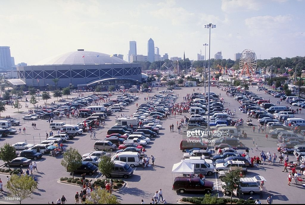 General view of fans in the parking lot during the game between the Florida Gators and the Georgia Bulldogs at the Alltell Stadium in Jacksonville...