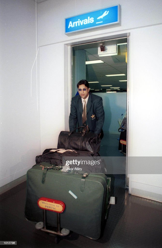 Pakistan cricket captain, Wasim Akram arrives with the Pakistan team at Perth International airport for the upcoming tour of Australia between Pakistan and Australia. Mandatory Credit: Jack Atley/ALLSPORT