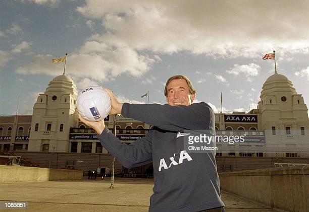 Gordon Banks during an AXA photocall at Wembley in London Mandatory Credit Clive Mason /Allsport