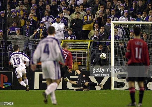 Tomasz Radzinski of Anderlecht scores the opening goal passed a diving Fabien Barthez of Man United during the match between Anderlecht and...