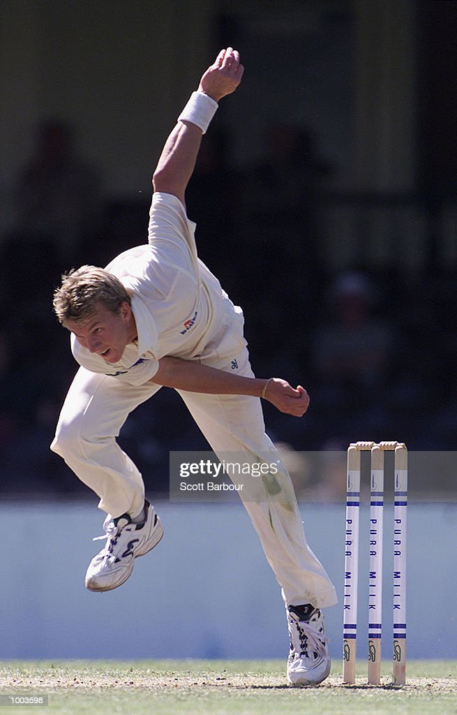 Brett Lee of New South Wales bowls against South Australia during Day 3 of the Pura Cup match at the Sydney Cricket Ground in Sydney, Australia. DIGITAL IMAGE. Mandatory Credit: Scott Barbour/ALLSPORT