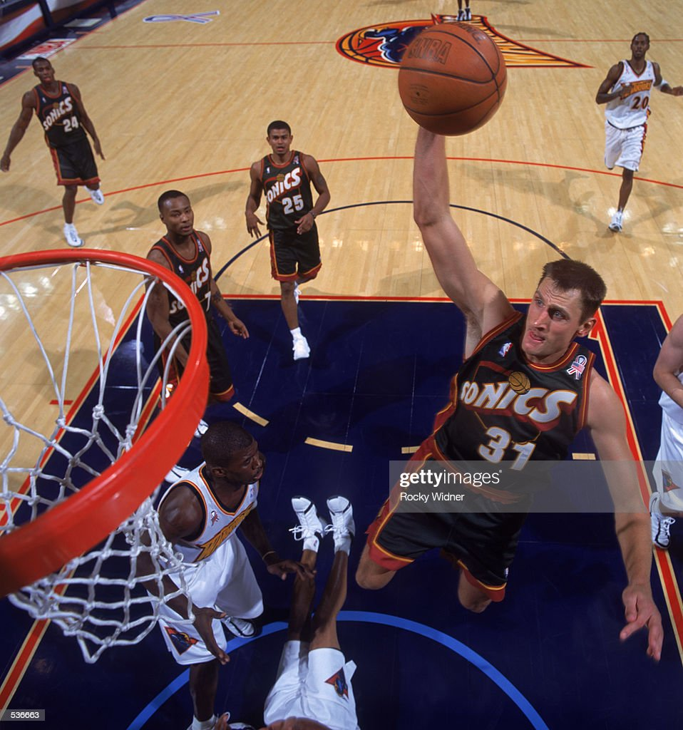oct-2001-guard-brent-barry-of-the-seattl