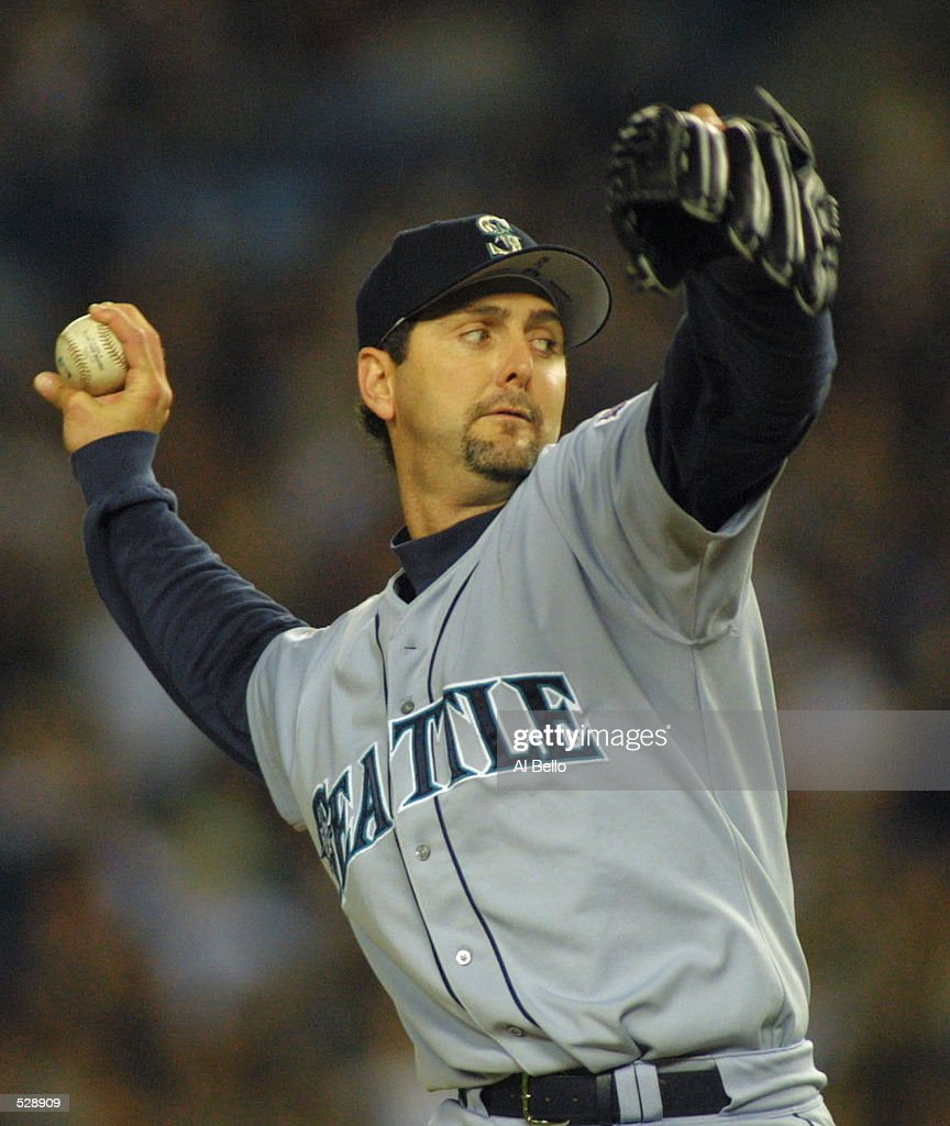 Seattle Mariners starting pitcher Paul Abbott delivers a pitch in game 4 of the American League Championship Series between the Seattle Mariners and...