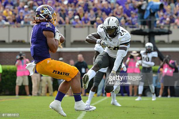 East Carolina Pirates wide receiver Deondre Farrier catches a touchdown pass over UCF Knights defensive back DJ Killings in a game between the East...