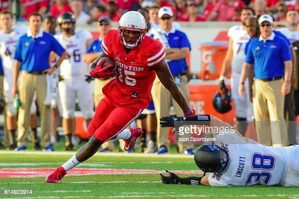 Houston Cougars wide receiver Linell Bonner slips a tackle attempt by Tulsa Golden Hurricane linebacker Matt Linscott after a first half reception...