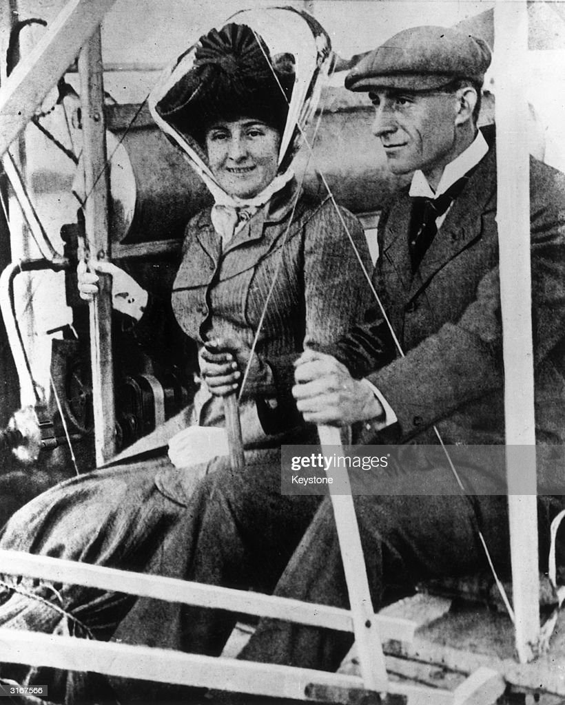 American inventor and aviator Wilbur Wright (1867-1912) and his passenger Mrs Hart Berg, who is about to become the first woman to fly.