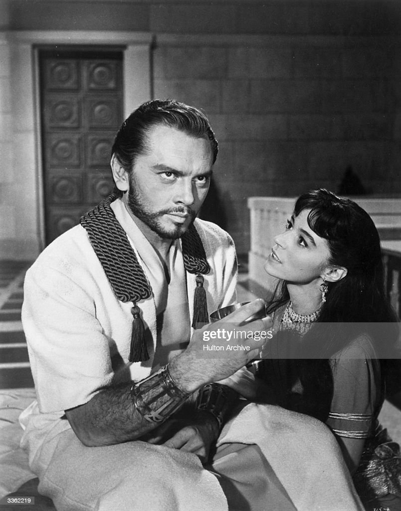 Russian actor Yul Brynner (1915 - 1985) ignoring the requests of Marisa Pavan in the film 'Solomon and Sheba'.
