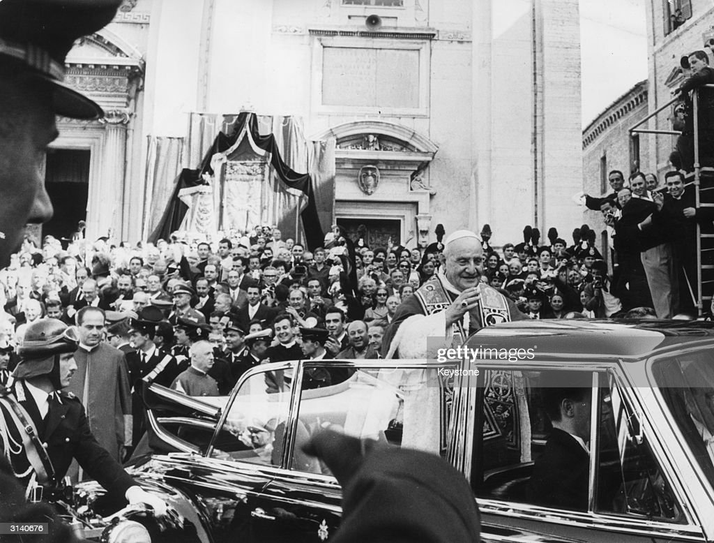 Pope John XXIII (1881 - 1963) receives an enthusiastic welcome from the crowds at Loreto, during a pilgrimage to pray at the shrines of Loreto and Assisi before the start of the Roman Catholic Ecumenical Council.