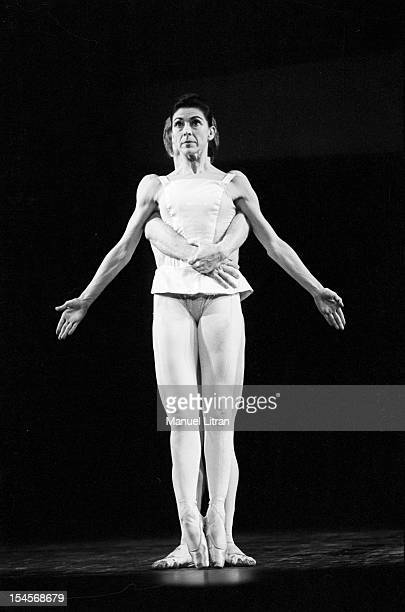 October 1967 the ballet 'Paradise Lost' choreography by Roland Petit Paris Opera with Rudolf Nureyev and Margot Fonteyn On stage the dancer Margot...