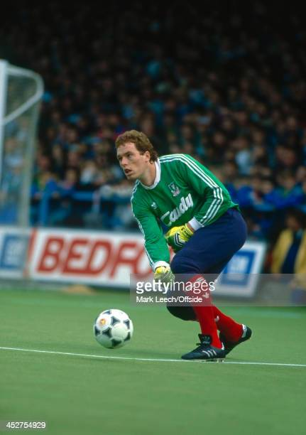 08 October 1988 English Football League Division One Luton Town v Liverpool Mike Hooper of Liverpool rolls the ball out to a teammate