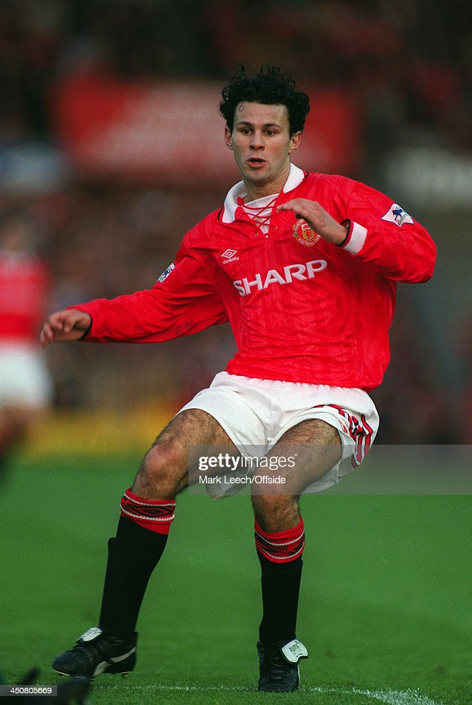 october-1992-fa-premier-league-football-manchester-united-v-liverpool-picture-id450805669