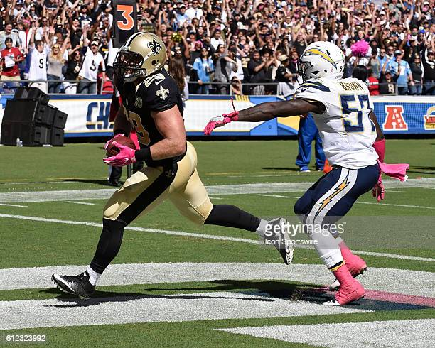 October 2 2016 New Orleans Saints Fullback John Kuhn catches a touchdown pass over San Diego Chargers Linebacker Jatavis Brown during the NFL...