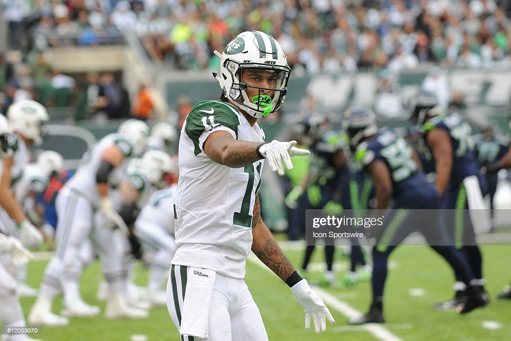 bd21b62a77e New York Jets Wide Receiver Robby Anderson (11) checks in with .