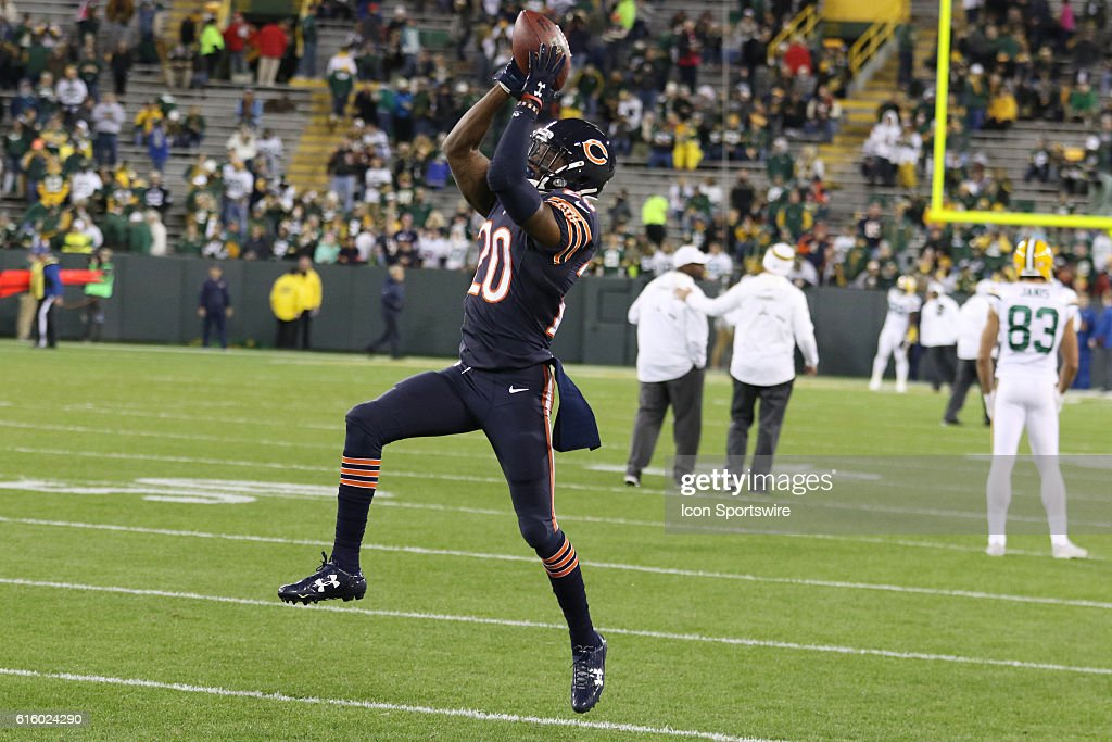 chicago bears cornerback deuvante bausby warms up prior to the green bay packers vs