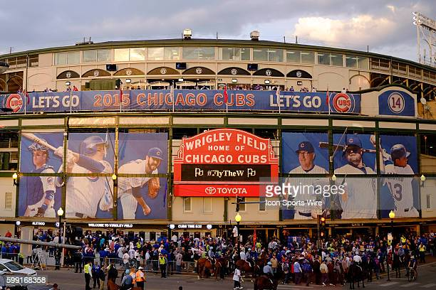 A general view of fans entering Wrigley Field prior to the start of game 3 of the National League Championship Series between the New York Mets and...