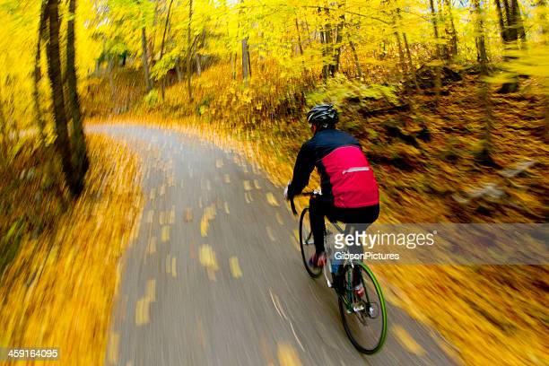 Estrada Bicycling Outubro