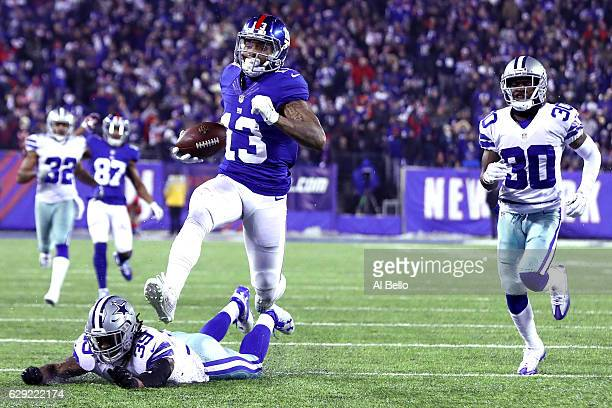 Odell Beckham Jr #13 of the New York Giants runs the ball to the end zone to score a 61 yard touchdown against the Dallas Cowboys during the third...