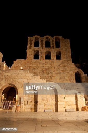 Odeon of Herodes Atticus at night. Greece, Athens. : Bildbanksbilder