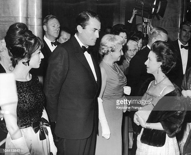 Odeon Theatre at Leicester Square in London the American actor Gregory PECK accompanied by his wife Veronique Peck speaking with Princess MARGARET of...