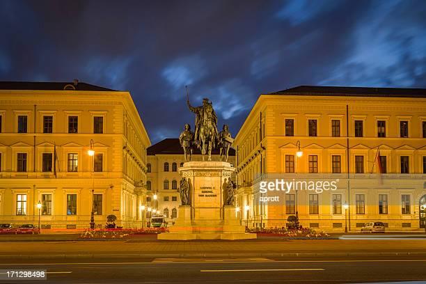 Odeonsplatz im Abend, München, Deutschland