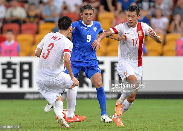Odil Akhmedov of Uzbekistan takes on the defence during the 2015 Asian Cup match between China PR and Uzbekistan at Suncorp Stadium on January 14...