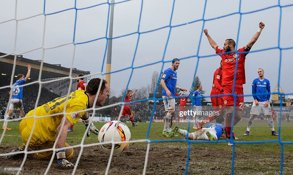 <a gi-track='captionPersonalityLinkClicked' href=/galleries/search?phrase=Oemer+Toprak&family=editorial&specificpeople=5395932 ng-click='$event.stopPropagation()'>Oemer Toprak</a> of Leverkusen celebrates with his team-mates after scoring his team's first goal during the match between SV Darmstadt 98 and Bayer Leverkusen at Merck-Stadion am Boellenfalltor on February 13, 2016 in Darmstadt, Germany.