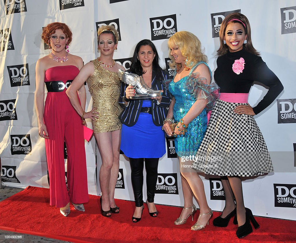 CEO of DoSomething.org Nancy Lublin (C) with drag queens impersonating 'Sex And The City' charactors attend DoSomething.org's celebration of the 2010 Do Something Award nominees at The Apollo Theater on May 24, 2010 in New York City.
