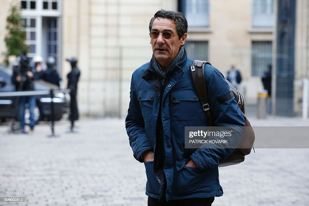 CEO of French retail and supermarket group Systeme U, Serge Papin, arrives at the Hotel Matignon in Paris, on February 8, 2016, for a meeting with the French prime minister, Agriculture minister and Economy minister, amid a crisis in France's agricultural sector. French farmers have carried out a string of demonstrations for nearly two weeks against the falling prices of their products, demanding structural measures to strengthen price rates. AFP PHOTO / PATRICK KOVARIK / AFP / PATRICK KOVARIK