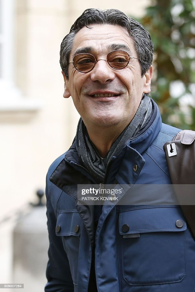 CEO of French retail and supermarket group Systeme U, Serge Papin, arrives at the Hotel Matignon in Paris, on February 8, 2016, for a meeting with the French prime minister, agriculture minister and economy minister, amid a crisis in France's agricultural sector. French farmers have carried out a string of demonstrations for nearly two weeks against the falling prices of their products, demanding structural measures to strengthen price rates. / AFP / PATRICK KOVARIK