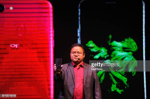 CEO of OPPO Nepal Bobby Zhao display newly launch of OPPO smartphone F5 in Kathmandu Nepal on Tuesday November 14 2017 The newly launched OPPO F5...