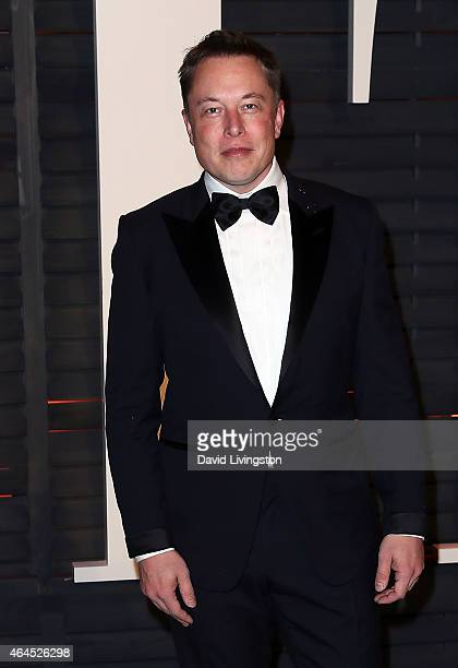 CEO of Tesla Motors and SpaceX Elon Musk attends the 2015 Vanity Fair Oscar Party hosted by Graydon Carter at the Wallis Annenberg Center for the...