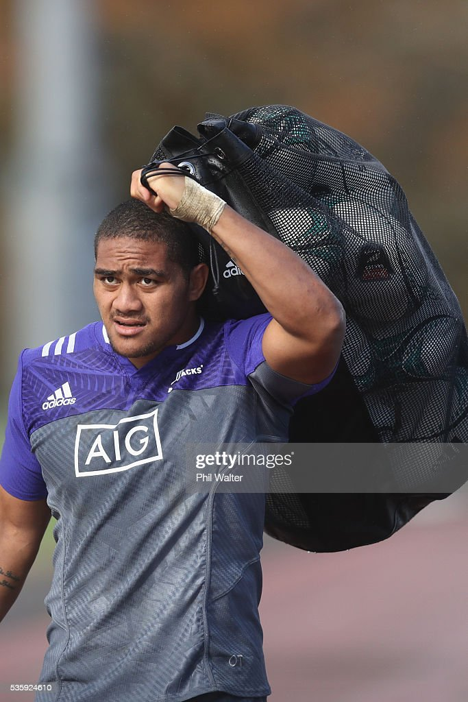 Ofa Tu'ungafasi of the All Blacks carrys the balls during a New Zealand All Blacks training session at Trusts Stadium on May 31, 2016 in Auckland, New Zealand.