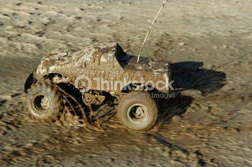 De la route rc voiture dans la boue photo thinkstock for 4x4 dans la boue