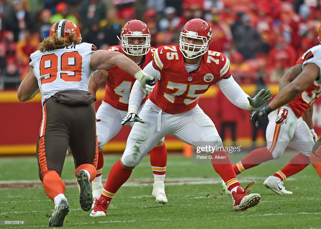 Offensive tackle <a gi-track='captionPersonalityLinkClicked' href=/galleries/search?phrase=Jah+Reid&family=editorial&specificpeople=6243343 ng-click='$event.stopPropagation()'>Jah Reid</a> #75 of the Kansas City Chiefs gets set to block linebacker <a gi-track='captionPersonalityLinkClicked' href=/galleries/search?phrase=Paul+Kruger+-+American+Football+Player&family=editorial&specificpeople=10177986 ng-click='$event.stopPropagation()'>Paul Kruger</a> #99 of the Cleveland Browns during the first half on December 27, 2015 at Arrowhead Stadium in Kansas City, Missouri.