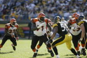 Offensive tackle Willie Anderson of the Cincinnati Bengals sets to block linebacker Clark Haggans during the Steelers 2817 win over the Bengals at...