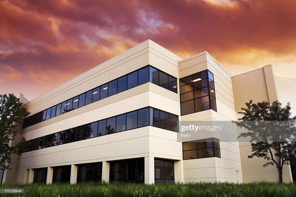 De bureaux au coucher du soleil : Photo