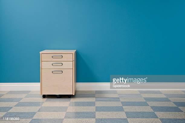 Espace bureau avec des placards de fichier