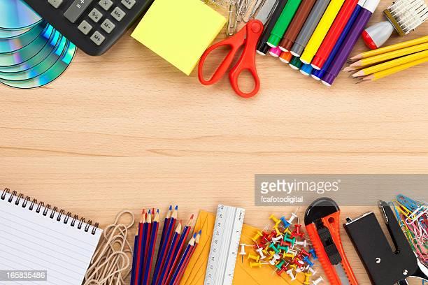 文房具フレームに木製デスクトップ上にショットに直接お問い合わせください。