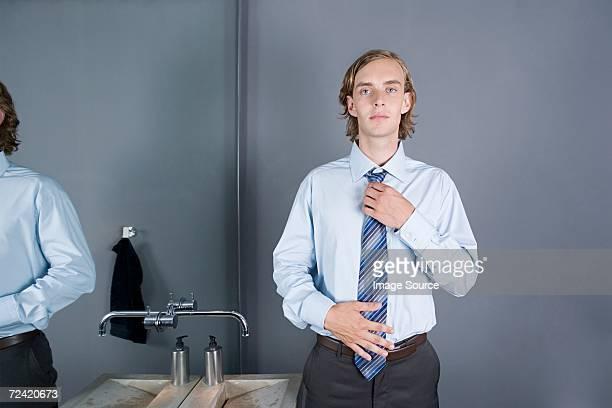 Empleada de oficina ajuste en la brida
