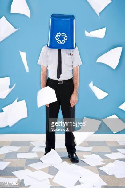 Arbeiter recycling-Papier.