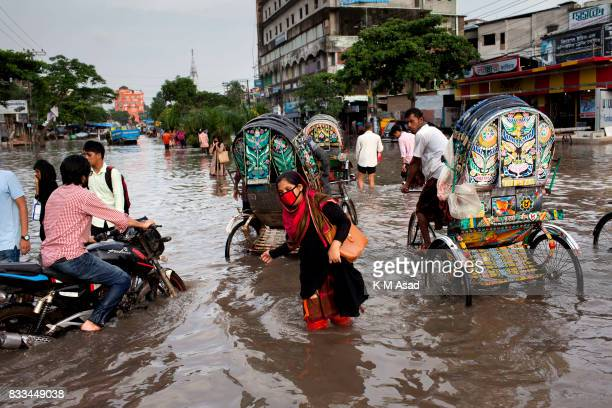 AGRABAD DHAKA CHITTAGONG BANGLADESH Office worker returning home in Chittagong Chittagong city is facing unprecedented flooding this year due to...