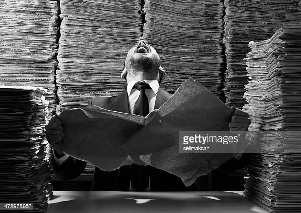 Büroberuf Zerreißen bis Papiere und schreien out