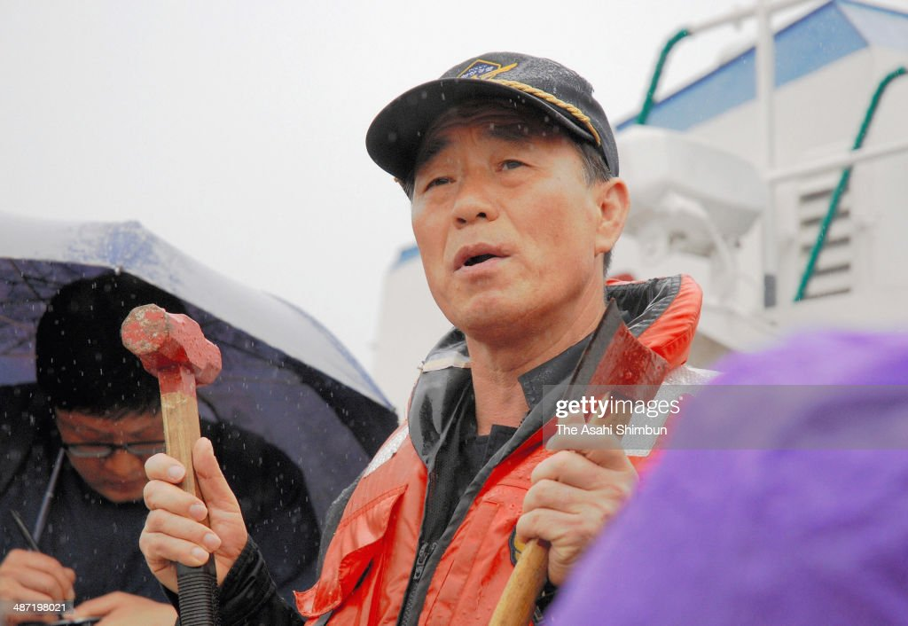Officer of the South Korean Maritime Police rescue ship Kim Kyoung-il speaks to the media reporters with a hammer he and his crew members used in attempt to break glasses of sinking ferry Sewol, on April 28, 2014 in Jindo-gun, South Korea. The police as well as the government have been criticised over handling the accident, saving the ferry captain and other crews rather than passengers.