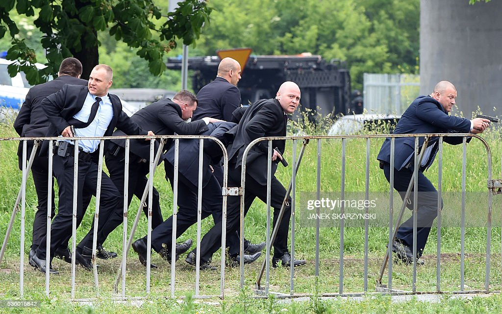 Officers from government security bureau save 'VIP' person during an anti-terrorism exercises on May 31, 2016 in Warsaw. Polish anti-terrorism units hold exercises in Poland's national stadium in Warsaw where NATO will hold summit in July. / AFP / JANEK
