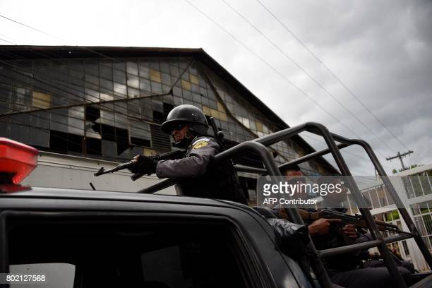 Officers of the Penitentiary System escort the vehicle transporting Javier Duarte former governor of the Mexican state of Veracruz accused of graft...